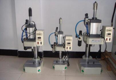 如何找到专业生产液压铆接机的厂家