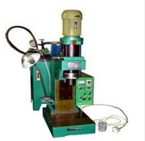 自动液压旋铆机